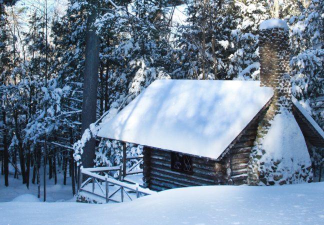Log-Cabin-in-snow-cr-Joanna-Eldredge-Morrissey